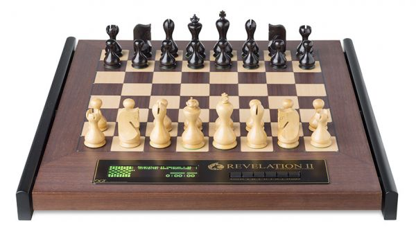 Schachcomputer: Revelation II mit Figuren Venus